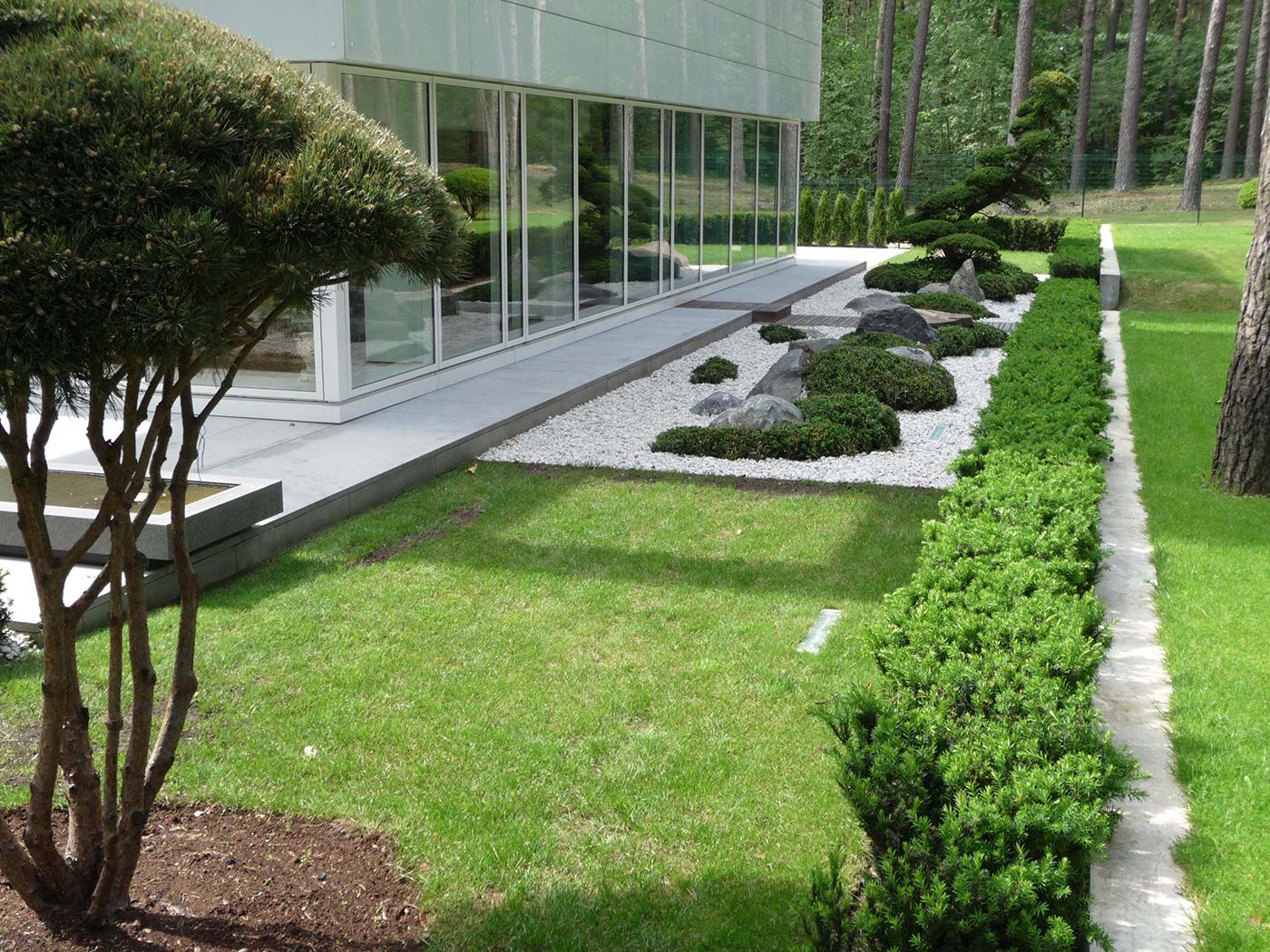 Ландшафтный дизайн у многоквартирного дома